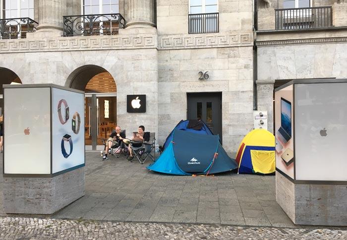 Apple Store Berlin Iphone 7 Verkaufsstart Schlange