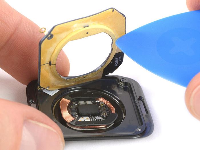 Apple Watch Series 4 Offen