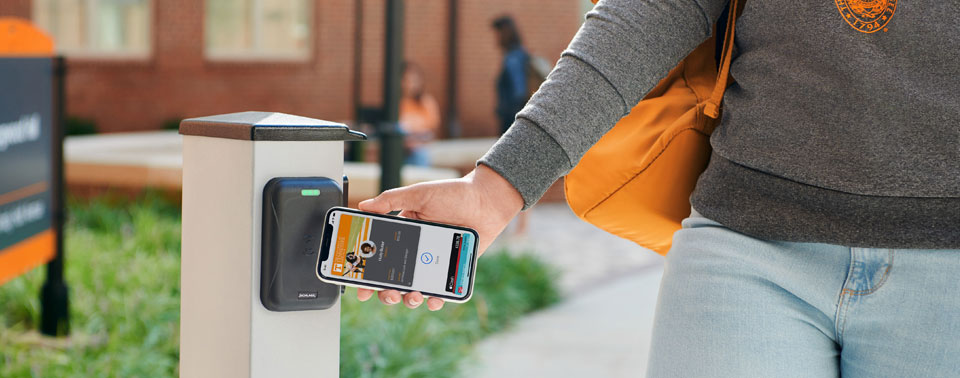 Studenten nutzen iPhone und Apple Watch als Wohnheimschlüssel