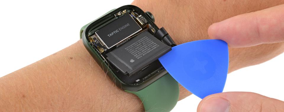 Apple Watch Series 7 aufgemacht: Neue Bildschirmtechnik und mimimal größerer Akku